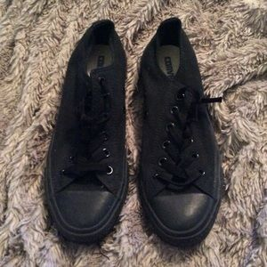 Men 6/ women's 8 Black converse. Used. great!